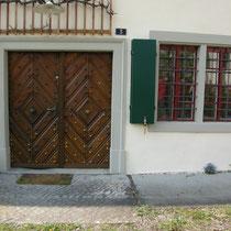 Haupt- und Nebengebäude aus dem 18 Jhdt., Renovation der Fenster- und Türeinfassungen