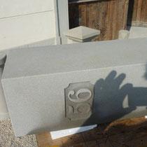 Der fertiggestellte Schaft mit eingravierter Hausnummer