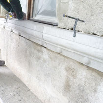 Ritterhaus Bubikon: Versetzarbeiten von Bankgurtersatz aus Bolliger Sandstein