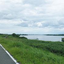 利根川と利根川自転車道