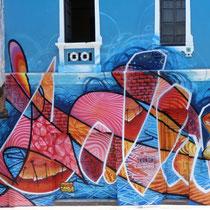 Casa Azul - ODEG & JEAN ROOBLE - Spraypaint on wall (6 x 25 m) - Lima, Peru (2017)