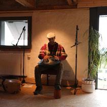 Sebastian David spielt auf seiner Hang Drum