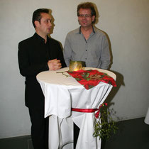 Chorleiter Mihai Alexa mit Panflötenspieler Albert Schmid