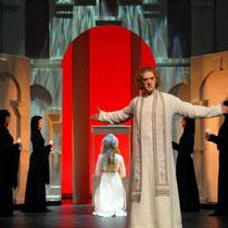 """Musical """"Elisabeth - Die Legende einer Heiligen"""" 2007 in Eisenach (Bettina Bildmitte links)"""