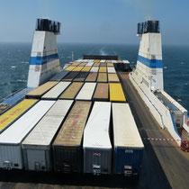 eine große Ladung Container