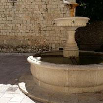 der Brunnen vor der Kirche