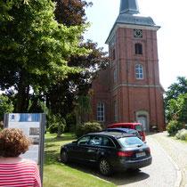 Kirche im verträumten Dorfkern