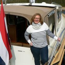 Frau Bäcker auf ihrem Lieblingsschiff