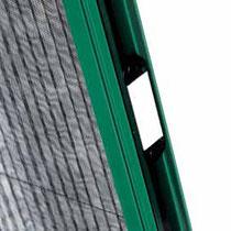 Detalle de mosquitera plisada (sujección a pared)