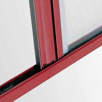 Detalle mosquitera enrollable lateral (deslizando por la parte de abajo)