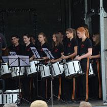 Die vorangig jungen Musikerinnen und Musiker zeigen, dass Spielmanns- und Marschmusik sehr wohl auch junge Menschen begeistern kann