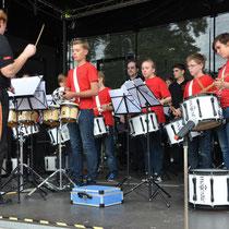 """Die Musikerinnen und Musiker wurden 2013 mit dem Titel """"Deutscher Meister"""" in der Kategorie der Schlagwerkeensembles ausgezeichnet"""