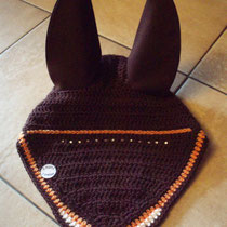 Bonnet marron, liseré orange, ligne de strass sous le frontal, taille cheval (ref 66)