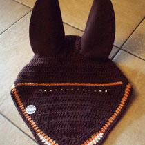Bonnet marron, liseré orange, ligne de strass sous le frontal, taille cheval (ref 66)