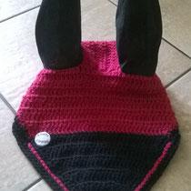 Bonnet framboise et noir, liseré framboise, taille poney D (ref 108)