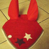 Bonnet rouge, liseré marron et blanc, étoiles marron et blanche, taille Poney D (ref 73)