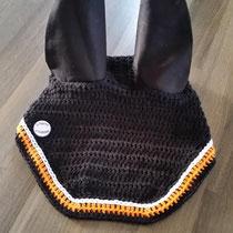 Bonnet noir, liseré orange et sur-liseré blanc, taille cheval (ref 119)