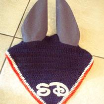 Bonnet bleu marine, liseré écru, rouge, taille poney D (ref 22 )