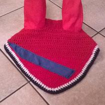 Bonnet rouge, liseré bleu marine, bande bleu marine, taille cheval (ref 91)