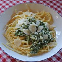 Schnelle Soße aus Spinat, Creme Fraiche und Muskatnuss