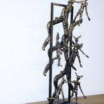 L'esorcismo si veste d'ironia, scultura in bronzo, 90 cm