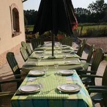 La table d'hôte sur la terasse du blockhaus de Domleger