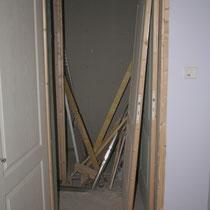La pose de la porte de la chambre Parme