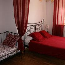 Les trois couchages de la chambre dh^tes Coquelicot