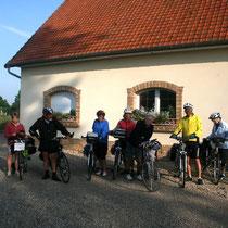 Cycliste au départ de la chambre d'hôtes le blockhaus de Domleger