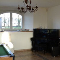 Le pianos dans le salon du blockhaus de domleger