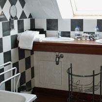 La salle de bain de la chamnre d'hôtes Parme du blockhaus de domleger