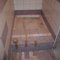 Construction de la cabine de douche au blockhaus de domleger