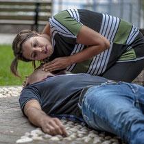 ERSTE HILFE Lehrgang bei LEDERER_training | Auffinden einer Person / Bild 1