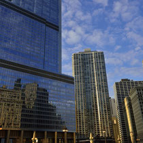 Downtown Chicago  - E lower Wacker Drive Area (with Trump Tower Chicago)