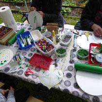 Tisch mit Materialien