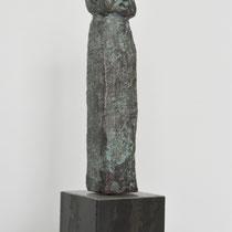 Menschenskind Bronze I auf Metallsockel