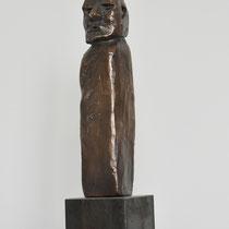 Menschenskind Bronze III auf Metallsockel