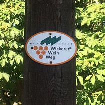 """Hinweis auf den """"Wickerer Weinweg"""""""