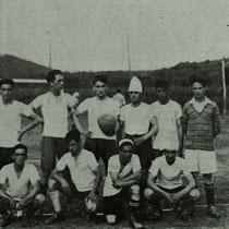 Equipo de jóvenes que inauguró el campo de Maderas en 1927.
