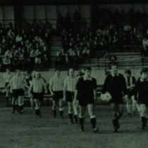 """Homenaje a Carmelo Ría """"Pitxi"""" el 6 de enero de 1982. En el partido se enfrentaron veteranos del Villosa y Llodio contra los del Athletic."""