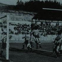 Partido entre el Llodio y el Amurrio en un recién estrenado Ellakuri durante la temporada 1978-79.