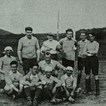 Equipo de viejas glorias que inauguró el campo de Maderas en 1927.