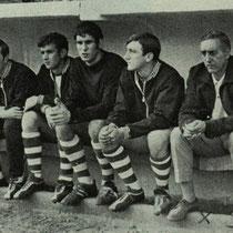 Banquillo de Altzarrate con Pacho Echevarria, en la temporada 1969-70