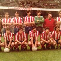 Alineación del Llodio Juvenil en San Mamés, antes de la disputa de la final contra el Larramendi que daba el ascenso a categoría nacional.