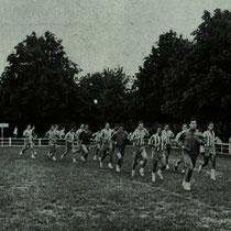 La plantilla del Villosa se prepara en Altzarrate durante la pretemporada de 1966.