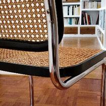cannage restauré sur chaise Thonet cantilever S32
