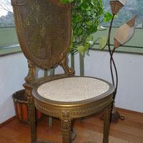cannage traditionnel sur chaise enfant signée L. DROMARD dorée à l'or fin