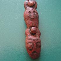 beslag met daarop gestyleerde mensengezichten (scandinavische invloeden) (vroege middeleeuwen)