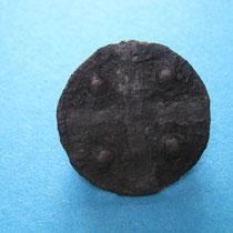 schijffibula met kruismotief deels vertind (8e/9e eeuw)
