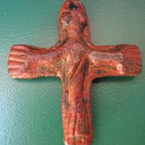 crucifix hanger met aan beide zijden christus aan het kruis( vroege middeleeuwen)